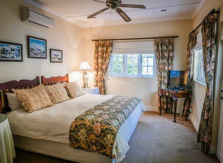 Graaff Reinet Guest House - Bedroom