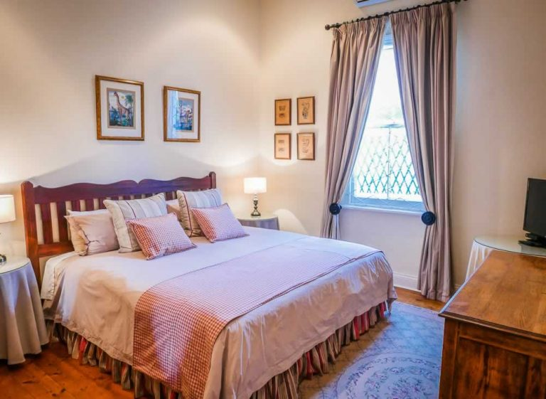 Graaff Reinet Guest House Accommodation - Bedroom