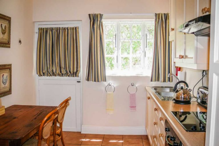 Graaff Reinet Guest House - Kitchen