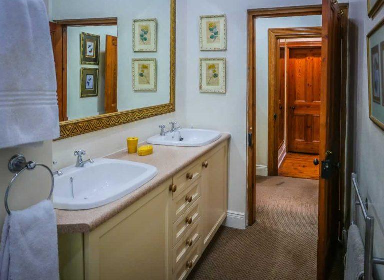 Graaff Reinet Guest House - Bath Room